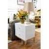 Nachttisch Franco aus Glas für ein superweißes Glamour-Schlafzimmer mit goldenem Sockel OUTLET
