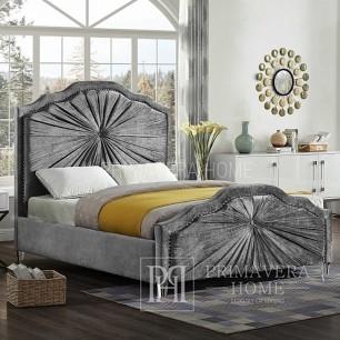 Glamour-Bett mit großem Zierknopf und schön gestaltetem Stoff Julia