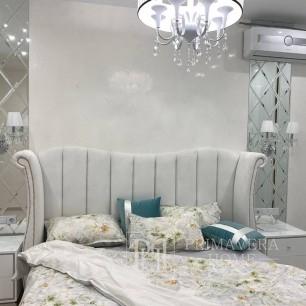 Gepolstertes Glamour-Bett mit Nägeln gesteppt wie Chesterfield Edvige