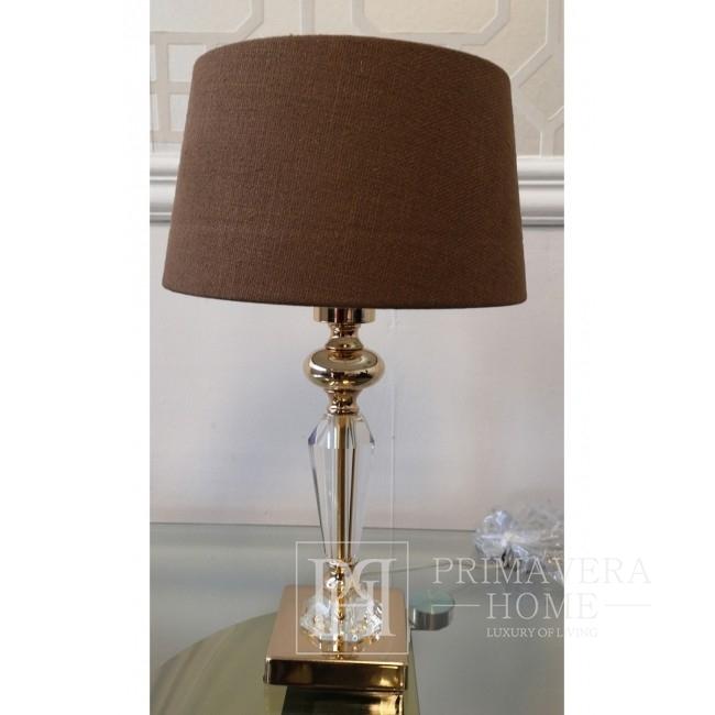Ein glamouröser brauner Lampenschirm aus geflochtenem Stoff