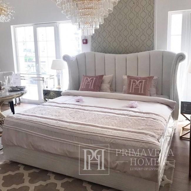 Łóżko glamour tapicerowane pikowane zdobione gwoździami jak chesterfield Edvige